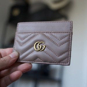 Gucci GG Marmont Carr Case in dusty pink leather